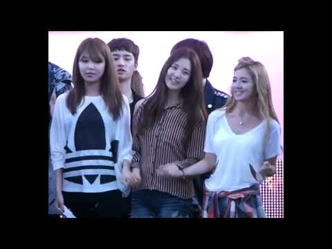 SooSeo #21 - Sooyoung does not want to let go of Seo's hand