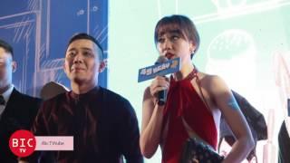 [Bic TV] Trấn Thành liên tục chăm sóc, sửa tóc cho Hari Won tại họp báo 49 ngày yêu