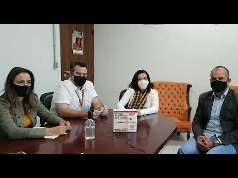 Imagem CDL Divinópolis doa seringas à Prefeitura para imunização contra a Covid-19