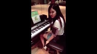 Blackpink Rose singing, playing guitar and piano