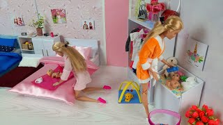 Two Barbie Doll Two Ken Morning Bedroom Bathroom Routine. Life in a Dream House. Dress up Dolls.