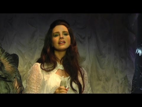 Baixar Lana Del Rey - Young & Beautiful - First time in Live - Rockhal [HD 1080p]
