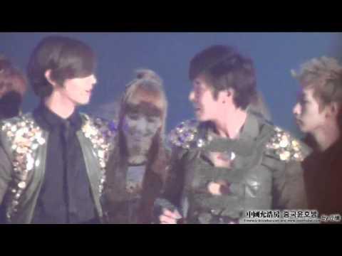 Kyuhyun & Victoria @ SBS Music Festival Ending (111229)