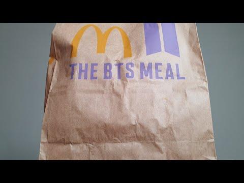 台灣 McDonald's 韓國人開箱「麥當勞xBTS套餐」這樣吃比較好吃??! // 치즈버거를 BTS 버거로 업그레이드 시키기 !!