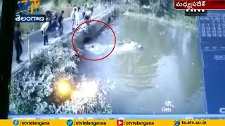 Car Falls Into River While Avoiding Accident With Auto-Ric..