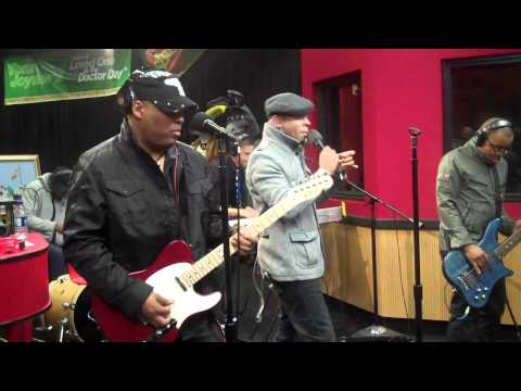 Mint Condition perform Caught My Eye & U Send Me Swingin' live from the Red Velvet Cake studio.