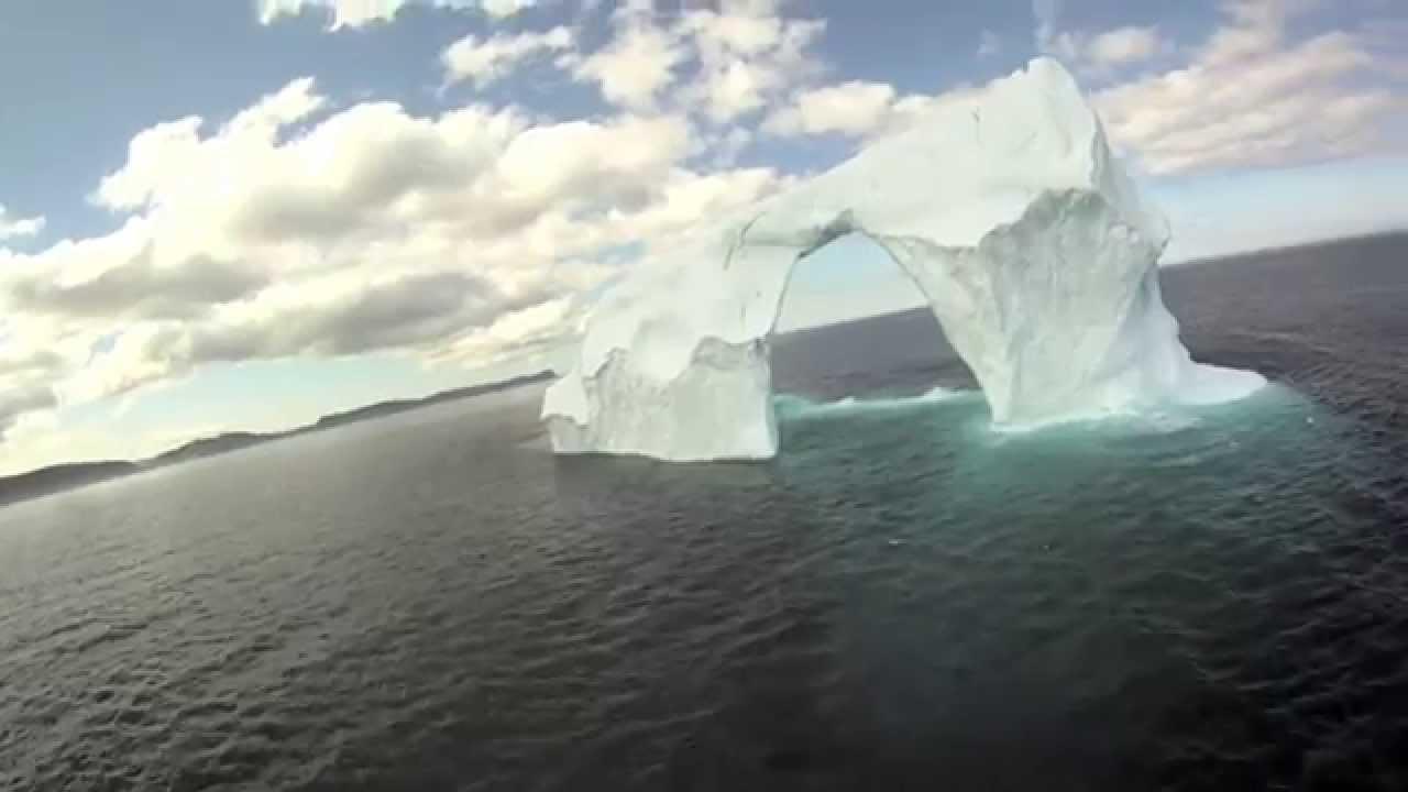 Vol à travers un iceberg