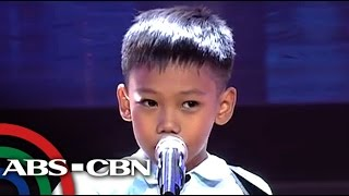 Boy with guitar gets standing ovation on 'Voice Kids'
