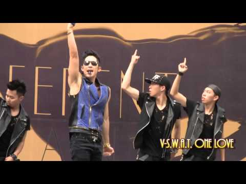 26/05/13 - Vanness Wu 吳建豪@《Different Man》預購簽唱會 - Different Man