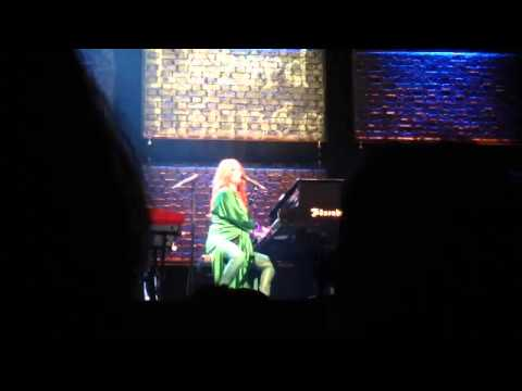 Baixar Sweet Dreams (Are Made of These): Tori Amos Eurythmics Cover: Glasgow Apollo 10th May 2014