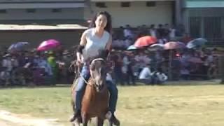 Nữ kị sĩ đầu tiên tại giải đua ngựa truyền thống huyện Bắc Hà  Tỉnh Lào Cai