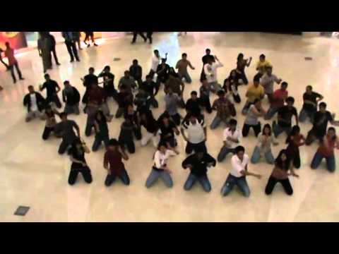 IIM Bangalore Flash Mob   Prelude to Unmaad 2013