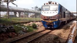 Trains run in Da nang city / Tàu hỏa chạy ở thành phố Đà nẵng