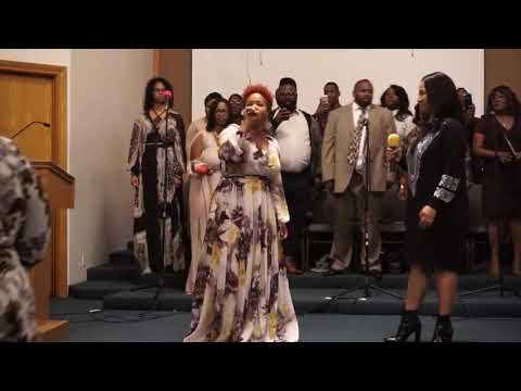 Mary Mary sings for their Mom Honey Atkins Appreciation Service - Yesterday