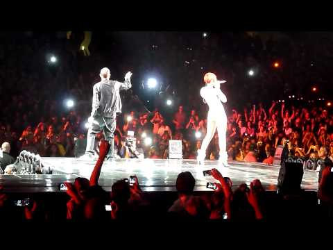 Baixar Rihanna & Eminem - Love the Way You Lie (Live @ Staples Center) [7.21.10]