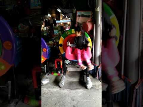 2016.12.2 埔里第三市場坐搖搖(1)