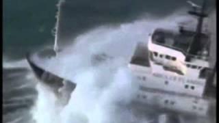 Bateau dans les tempêtes