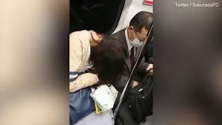Djevojka je zaspala u vozu i naslonila glavu na rame nepoznatog čovjeka. Nećete vjerovati šta joj je uradio!