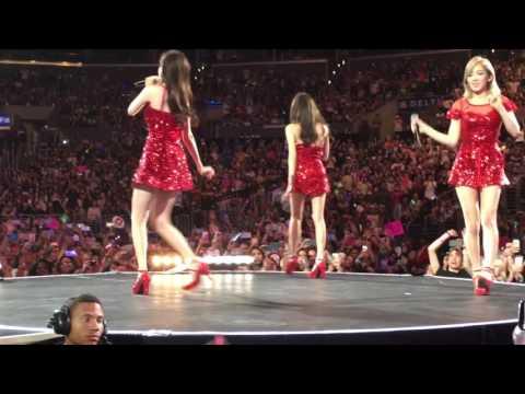 Girls' Generation-TTS PARTY Live @KCONLA 2016 FANCAM