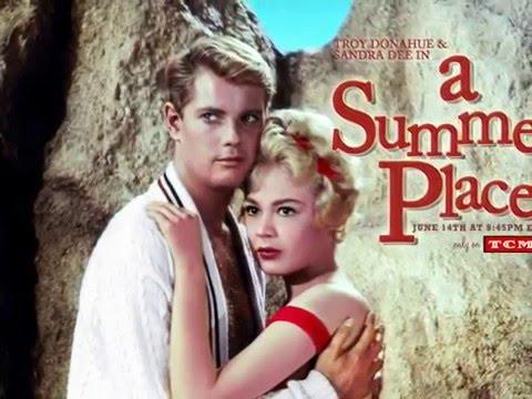 """Vídeo  Rádio Primavera: entre """"Summer Place"""" e """"Domino Dancing""""; confira os clipes das duas músicas"""