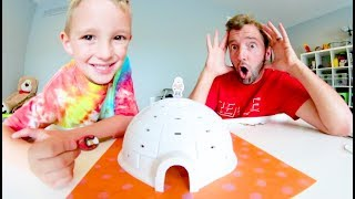 Father & Son PLAY IGLOO MANIA! / Don't Let It Fall!