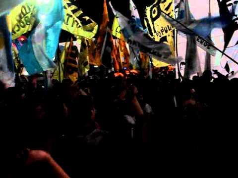 Ay che gorila mirá que distinto somos - Despedida de Néstor y apoyo a Cristina - 27/10/2010