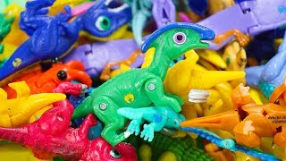 Dino Mecard New Tiny Saur Parasaurolophus Appears! Little Dinosaurs Get Attacked by Zombies!