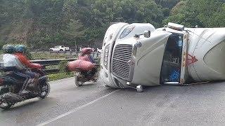 Thót tim cảnh xe container lật trên đèo Bảo Lộc