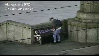 Rīgā ar videonovērošanas kameru palīdzību pieķer sienu apķēpātāju