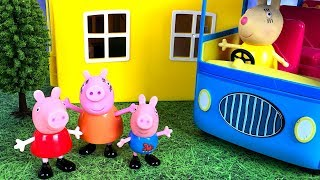 STORY WITH PEPPA PIG - GEORGE IS SCARED TO RIDE THE BUS TO SCHOOL