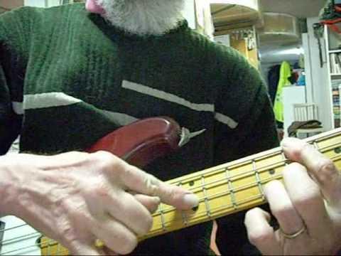 TRUCOS PARA EL BAJO: cómo tocar acordes y melodía