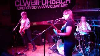 Peaness Live @ Clwb Ifor Bach