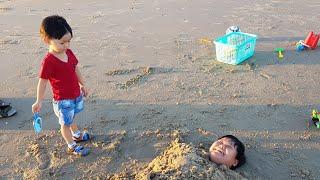 Trò Chơi Bắn Súng Nước ❤ Lấp Mình Dưới Cát ❤ Bé Đi Chơi Biển ❤ Kids Toy Media