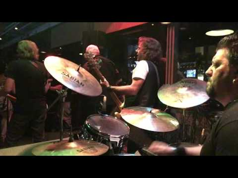 """Adrian Smith (Iron Maiden) Playing """"Going Down"""""""