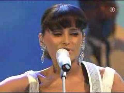 Nelly Furtado-All good things(live at Bambi Awards)
