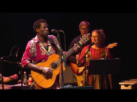 Kasheshi Makena & The Bhutula Band - Syalo