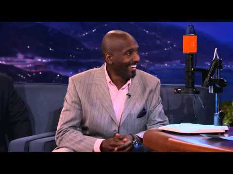Willard Wigan on The Conan Show Nov 2012 - YouTube