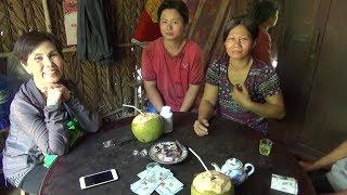 Gia đình cô Lan giúp đỡ cô Dượng Sáu xây nhà tình thương