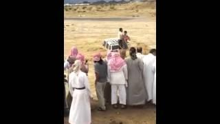 بالفيديو..باكستانى ينقذ حياة شاب سعودى من الغرق بالسيول