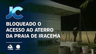 Profissionais bloqueiam o acesso ao aterro da Praia de Iracema