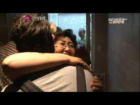 [HD] 120718 Eunhyuk's mother hugs Kangin :):) (Episode 2) @ Star Life Theater (SUPER JUNIOR)