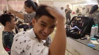 Mạc Văn Khoa ngại ngùng khi thấy bạn gái vào sau hậu trường | Nhanh Như Chớp 2019