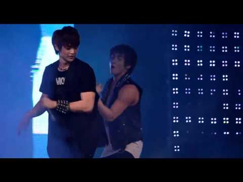 [Fancam] Jjong made mistake n got caught by Minho @ 110821 Midsummer Concert
