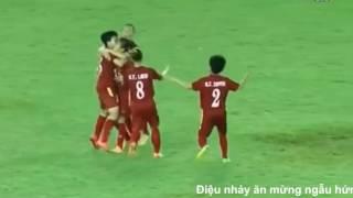Điệu nhảy ăn mừng của tiền đạo Huỳnh Như