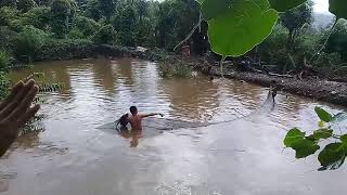 Những thanh niên nhậu say cứ đòi kéo cá .