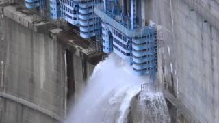 矢作ダム放流開始20131202
