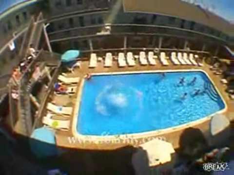 Пијан скок во базен