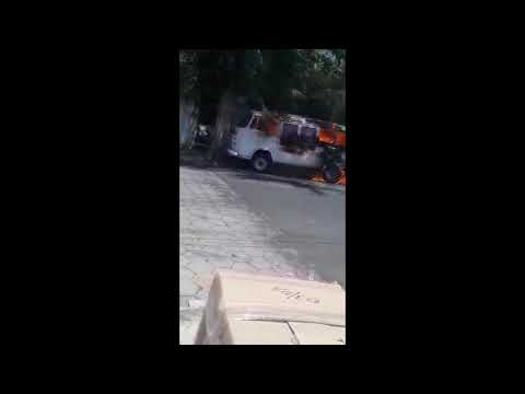 Flagrante: fogo destrói Kombi em Garça