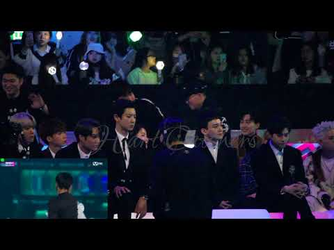 [HD FANCAM] 171201 2017 MAMA IN HONG KONG EXO'S REACTION TO TAEMIN AND SUNMI'S MOVE