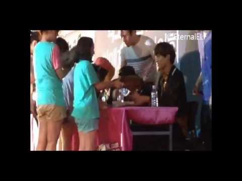 EXO Kai and Luhan signing for little girl ^^ 130616